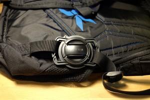 держатель для крышки объективов на лямке рюкзака