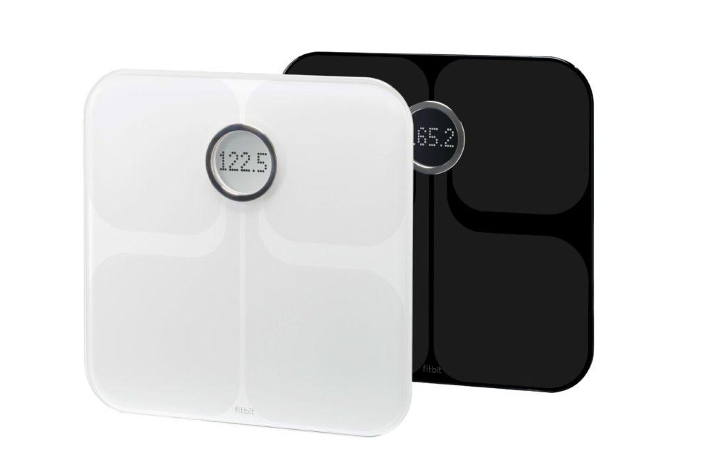 Белые и черные Fitbit Aria